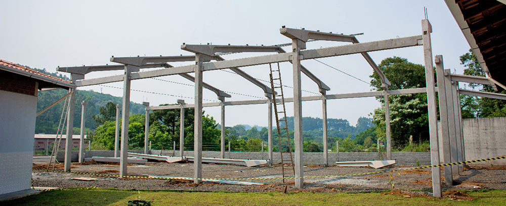 Obras de construção de quadra esportiva estão em andamento em Alto Bela Vista