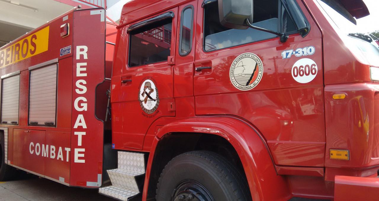 Bombeiros de Concórdia levam aproximadamente nove horas para combater dois incêndios em vegetação