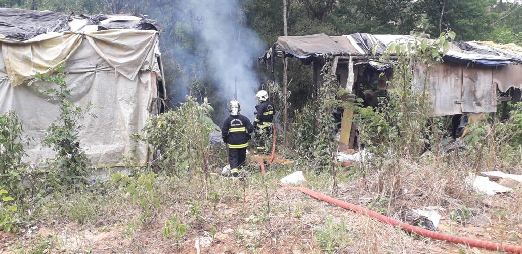 Incêndio queima parte de barraco no Santa Rita