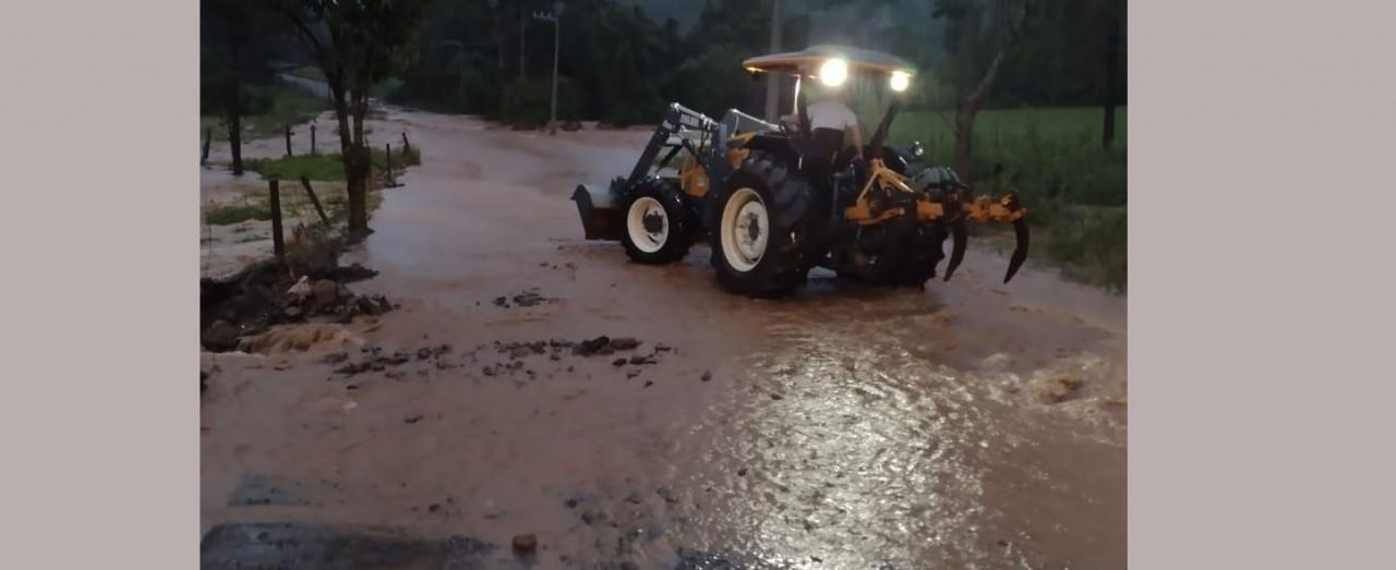 Chuva e vento causam transtornos em bairros e no interior de Concórdia  no sábado