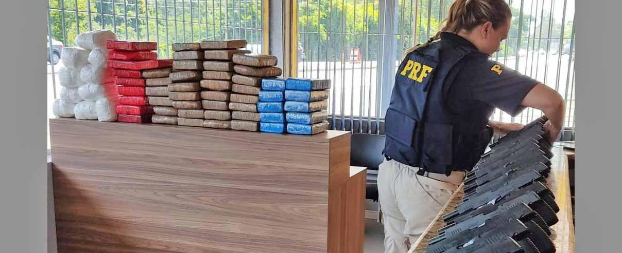 Motorista de carreta de Chapecó é flagrado transportando 20 pistolas e pasta base de cocaína