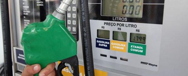 Petrobrás anuncia aumento de 7,6% no valor da gasolina