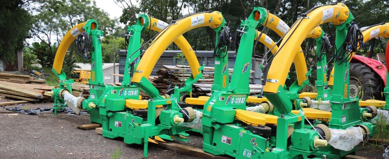 Prefeitura de Concórdia entrega equipamentos e R$ 1,2 milhão para Associações de Agricultores