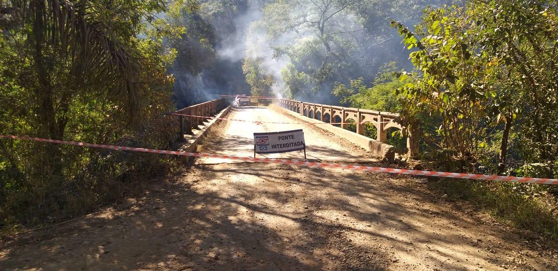 Possível ato de vandalismo interdita ponte entre Lindóia do Sul e Ponte Serrada