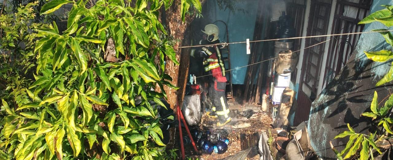 Princípio de incêndio mobiliza bombeiros no Bairro Jardim
