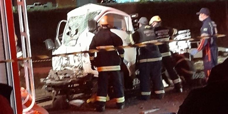 Dois morrem em colisão entre utilitário e ônibus em Campos Novos