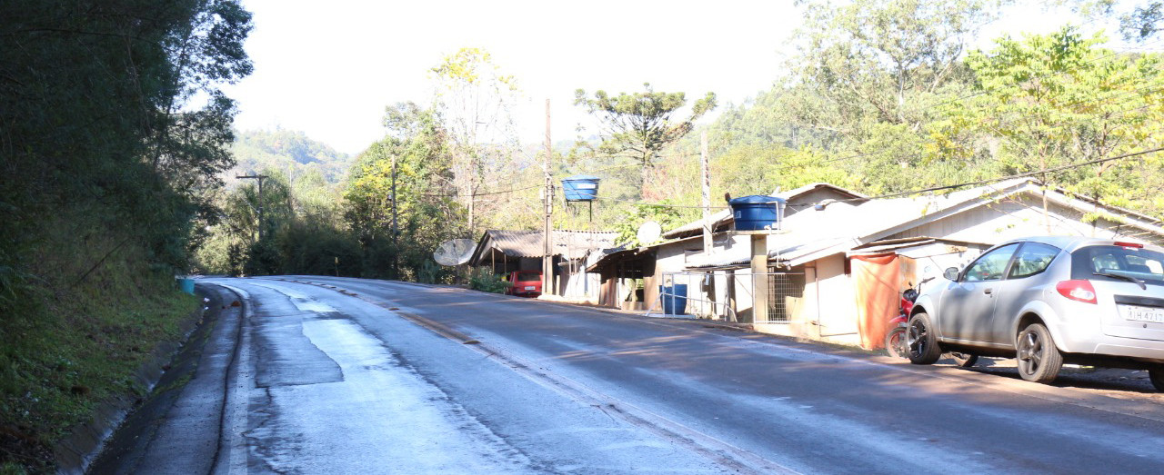 Prefeitura constata situação de risco de deslizamento de encosta no Flamenguinho