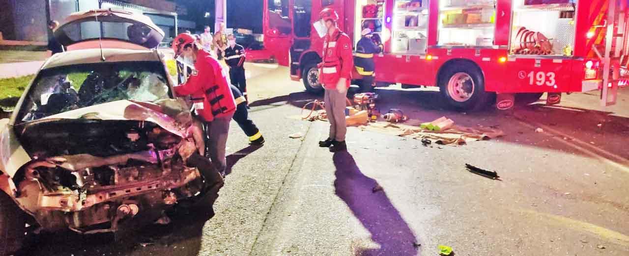 Acidente grave deixa homem presos às ferragens na Rua Tancredo Neves em Concórdia