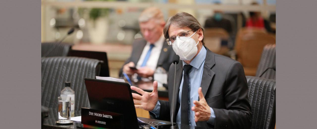 Saretta propõe vacinação de trabalhadores de agroindústrias e de supermercados