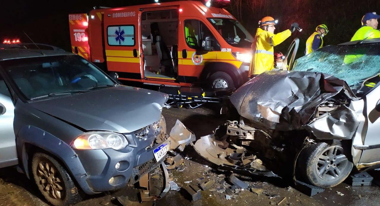 Quatro pessoas morrem após colisão frontal entre veículos na SC-480