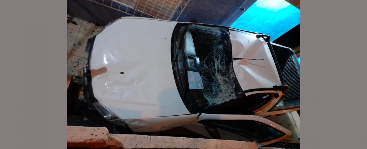 Motorista é preso após invadir residência e dirigir embriagado