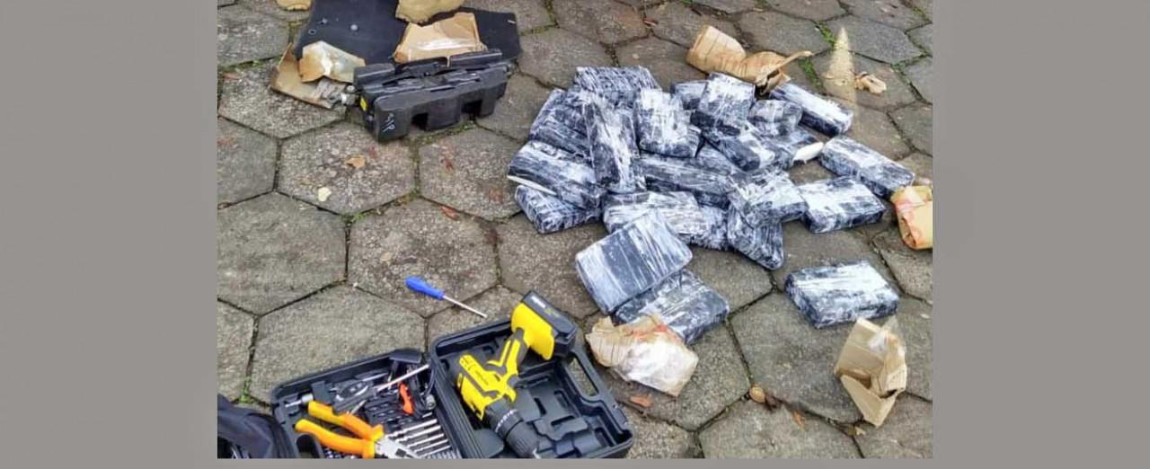 VÍDEOS -  PRF apreende quase 80 quilos de cocaína escondidos em veículo na BR-282 em Chapecó
