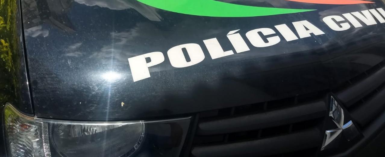 Homem com mandado de prisão por roubo é preso pela Polícia Civil