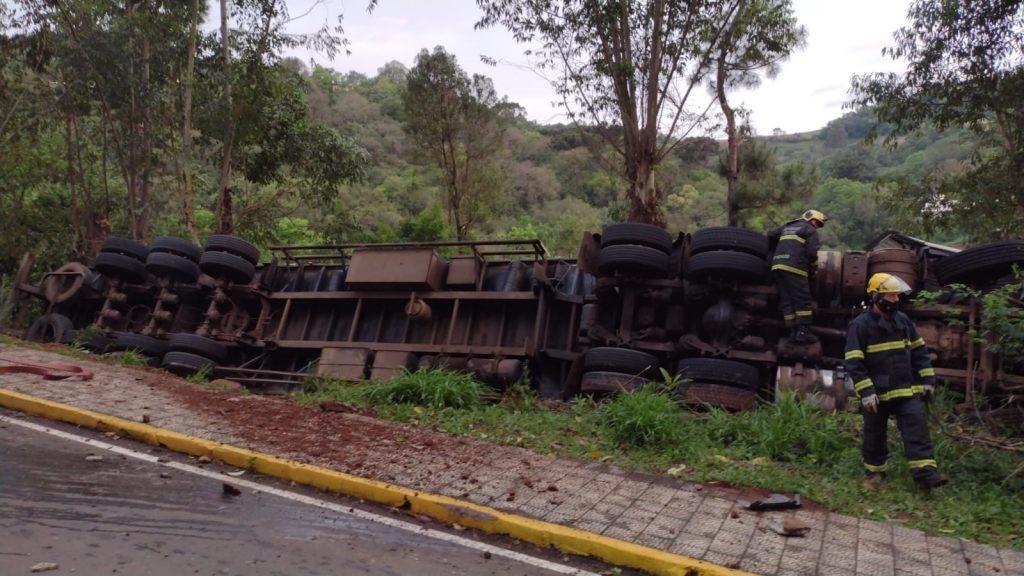 Dois escapam com ferimentos leves de mais um acidente na Três de Abril em Seara