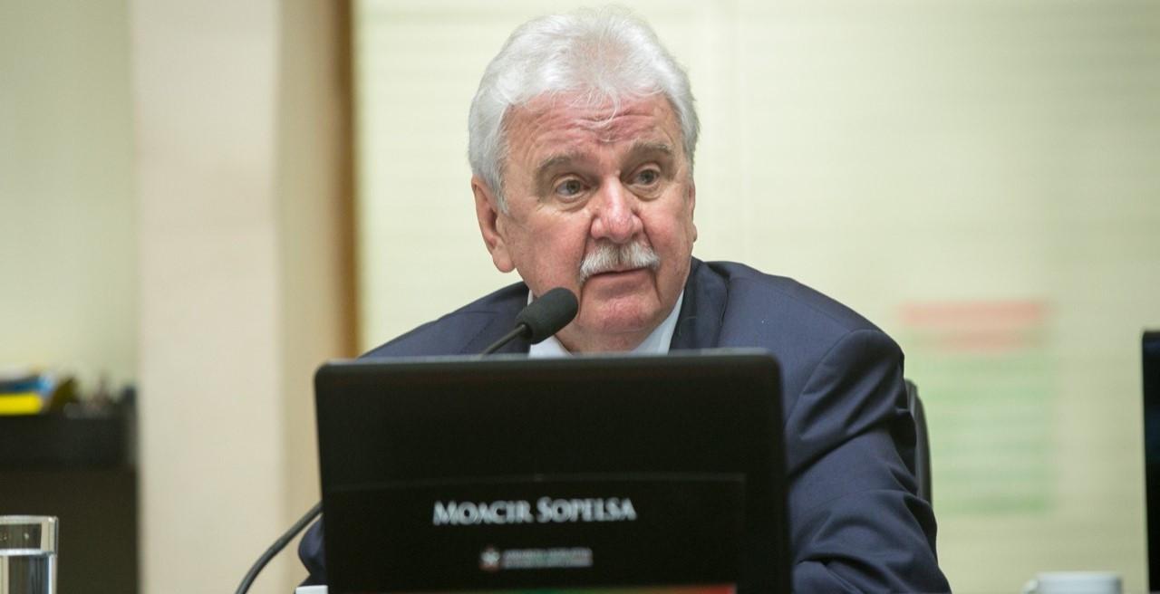 Sopelsa viabiliza mais R$ 1 milhão em obras e veículo para Apaes