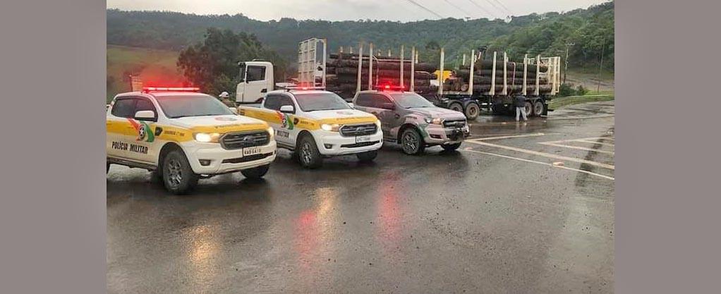 Polícia Militar Ambiental apreende carga de madeira nativa transportada de forma irregular em Seara