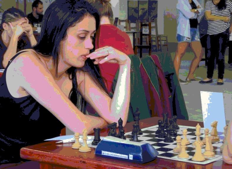 Júlia Ródio na terceira colocação no Campeonato Catarinense de Xadrez