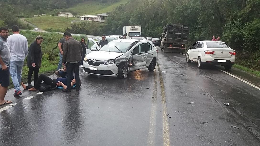 Veículo da Saúde de Presidente Castello Branco se envolve em acidente