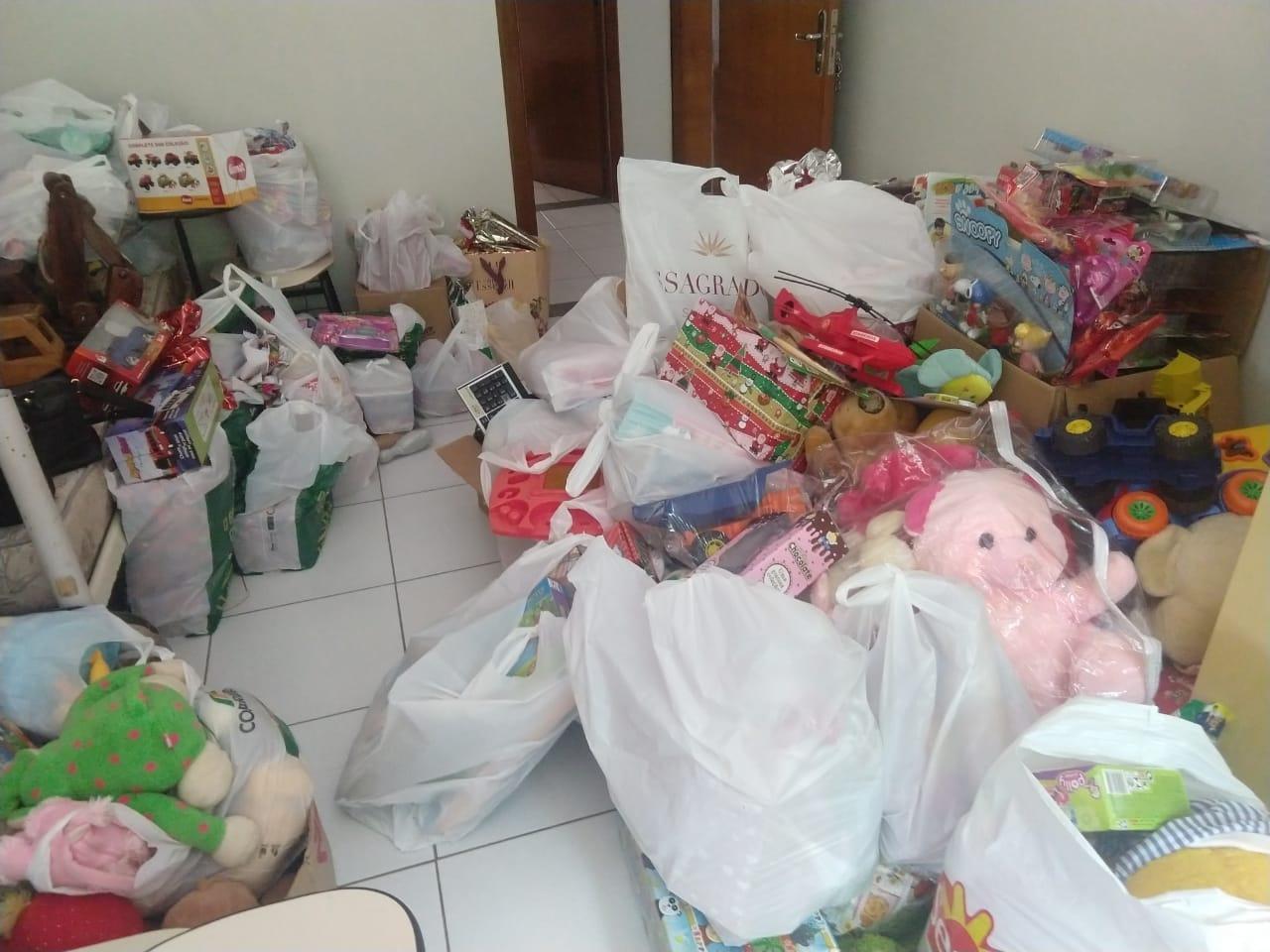 PM de Seara entrega brinquedos para crianças carentes