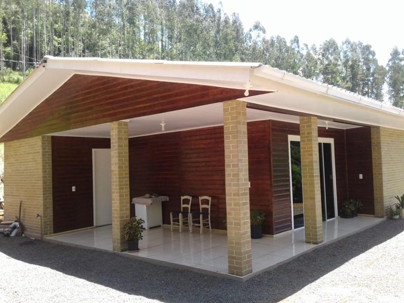 Morador de Presidente Castello Branco constrói casa com tijolo ecológico