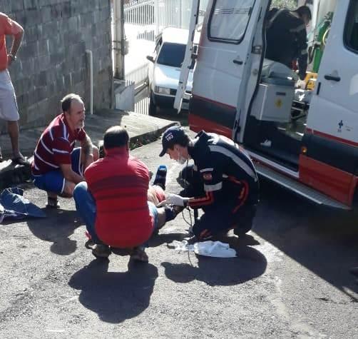 Homem é arrastado pelo próprio carro e fica gravemente ferido