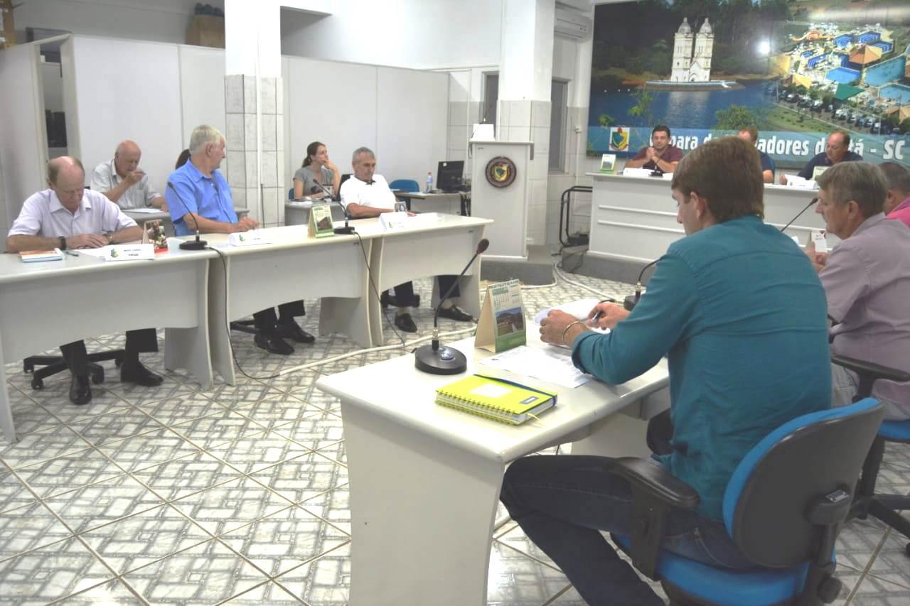 Polêmica no debate sobre salários em Itá