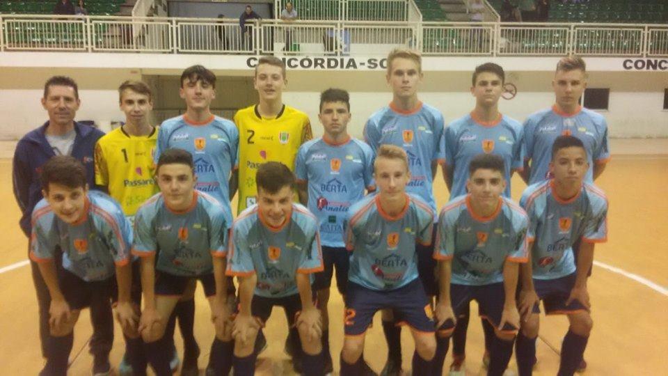 Futsal Moleque goleia e lidera seu grupo na LCF